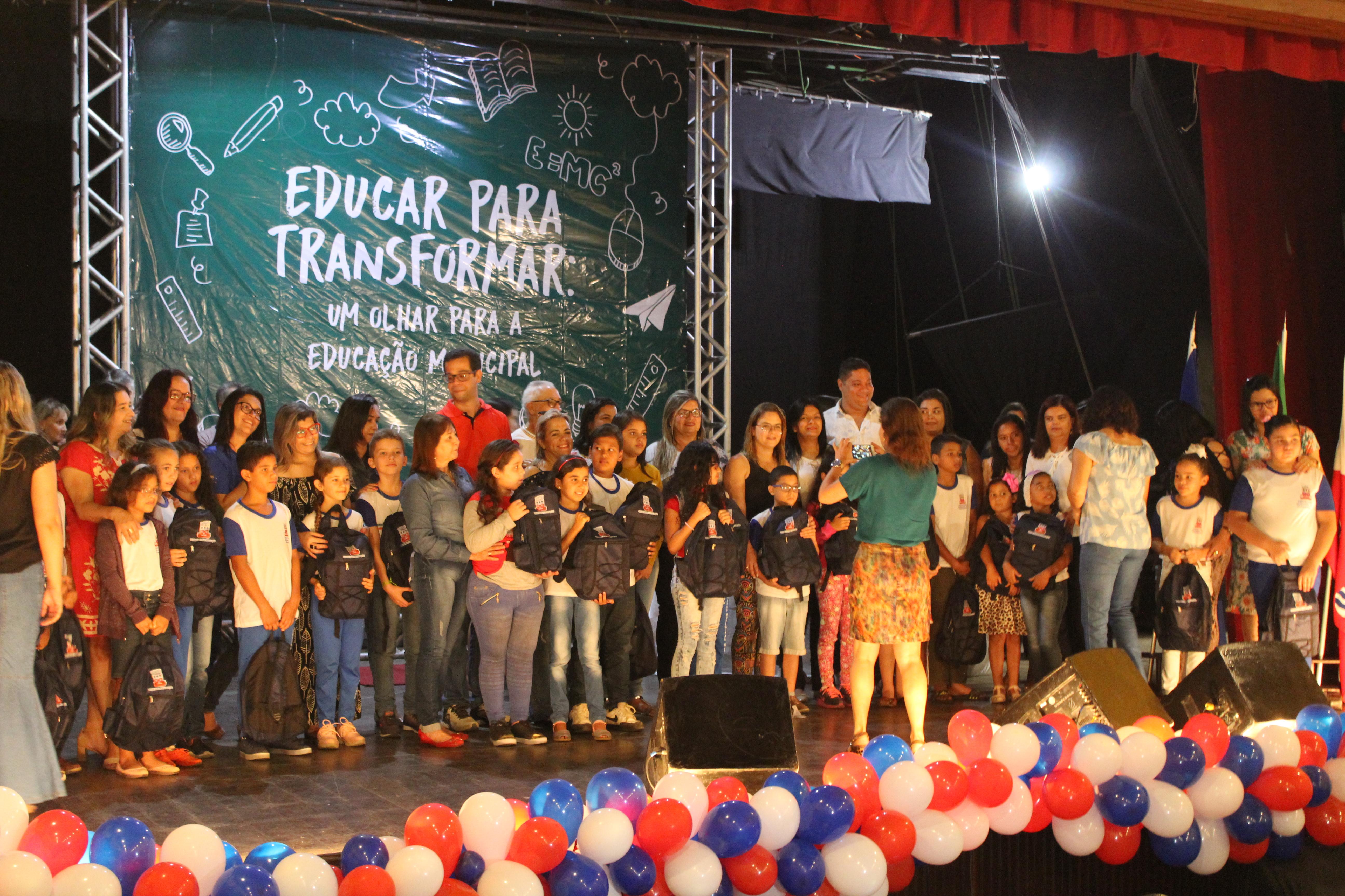 4e96fafe5 Alunos da Rede Municipal de Ensino recebem kits pedagógicos